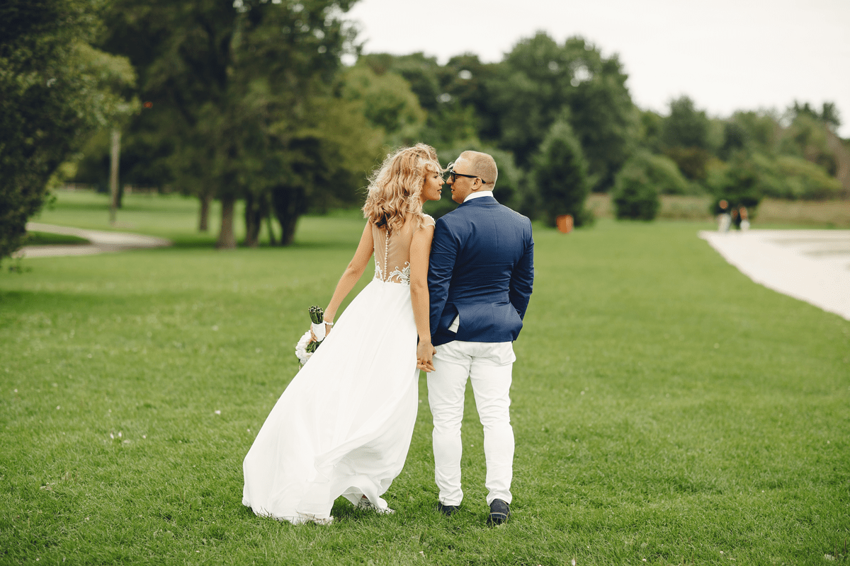 elegant-wedding-couple-golf-min